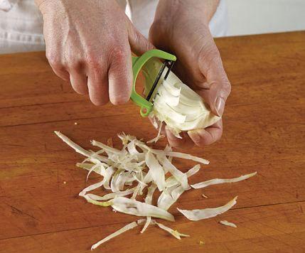 تزيين الأكل فنّ 051098082-04-fennel-vegetable-peeler_xlg_lg.jpg
